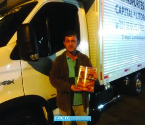 Reinaldo de Oliveira, 49 anos, tem 30 anos como transportador.