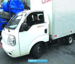 Roney Pinto de Almeida trabalha como transportador há cerca de oito anos