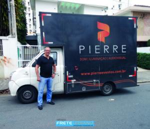 Pierre Eventos, de Santos/SP, transporta ferramentas para diversão