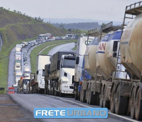 Atualidade: Caminhoneiros param o Brasil por 10 dias