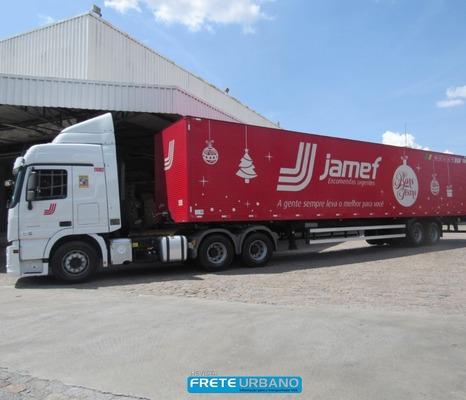 Jamef entra no clima de fim de ano com carretas decoradas