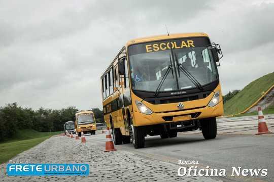 Volkswagen Caminhões e Ônibus faz entrega de veículos escolares