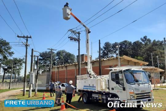 Caminhão elétrico com cesto aéreo é usado pela Enel em SP